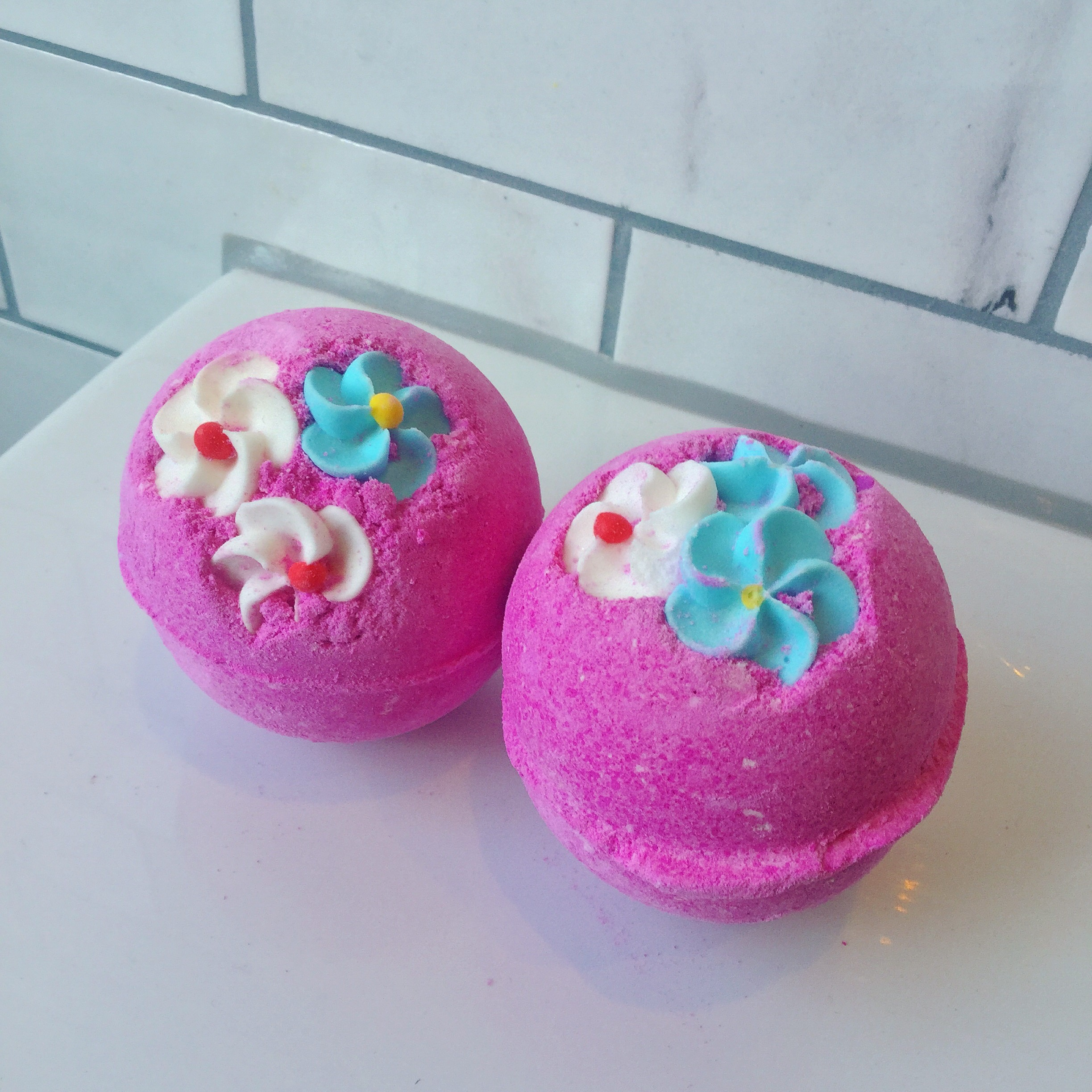 how to use a bath bomb from pink